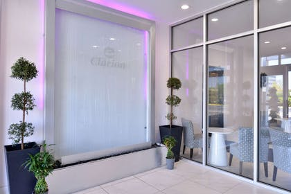 Entrance | Clarion Inn & Suites Across From Universal Orlando Resort