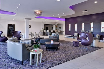 Hotel lobby | Clarion Inn & Suites Across From Universal Orlando Resort