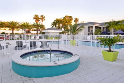 Whirlpool hot-tub | Clarion Inn & Suites Across From Universal Orlando Resort