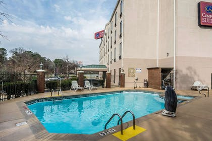 Outdoor pool | Comfort Suites Columbus State University Area
