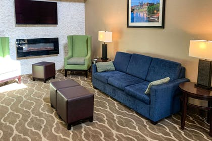 Lobby with sitting area | Comfort Suites Columbus State University Area