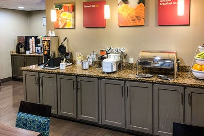 Breakfast area | Comfort Suites Columbus State University Area