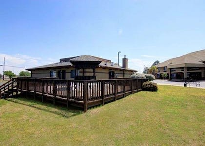 Relax on the sundeck | Comfort Inn & Suites near Robins Air Force Base