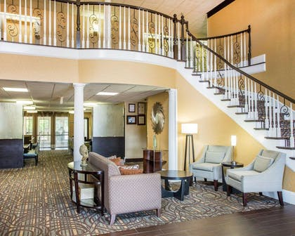Lobby with sitting area | Comfort Inn & Suites at Stone Mountain