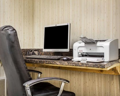 Business center | Comfort Inn & Suites at Stone Mountain
