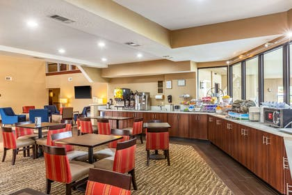 Free hot breakfast   Comfort Suites near Robins Air Force Base