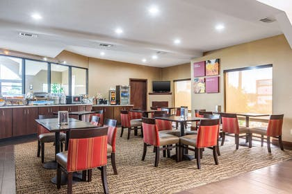 Enjoy breakfast in this seating area   Comfort Suites near Robins Air Force Base