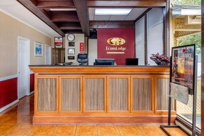 Front desk | Econo Lodge