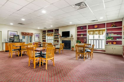 Breakfast area | Econo Lodge
