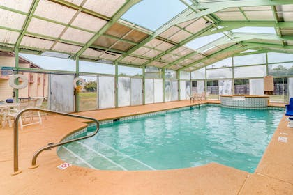 Indoor pool | Econo Lodge