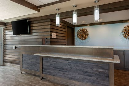 Hotel lobby | Seafarer Inn & Suites, Ascend Hotel Collection