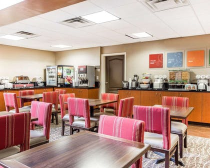 Enjoy breakfast in this seating area | Comfort Suites Morrow- Atlanta South