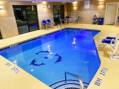 Relax by the pool   Comfort Suites Kings Bay Naval Base Area