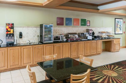 Breakfast counter | Comfort Suites Milledgeville