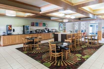 Breakfast area | Comfort Suites Milledgeville