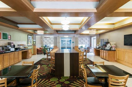 Breakfast room | Comfort Suites Milledgeville