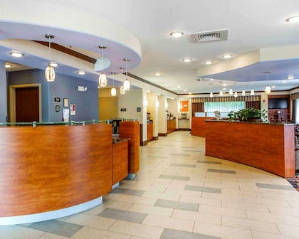 Spacious lobby | Comfort Suites At Kennesaw State University