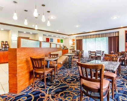 Breakfast sitting area | Comfort Suites At Kennesaw State University