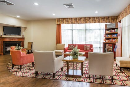 Spacious lobby with sitting area | Comfort Suites Golden Isles Gateway
