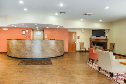 Front desk with friendly staff | Comfort Suites Golden Isles Gateway