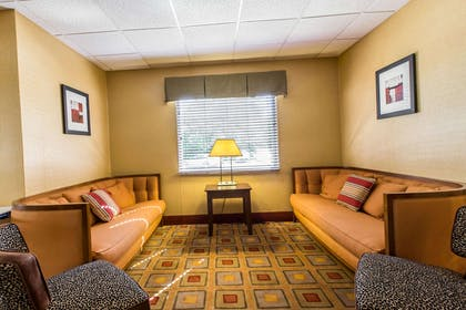 Lobby seating | Comfort Suites Forsyth near I-75