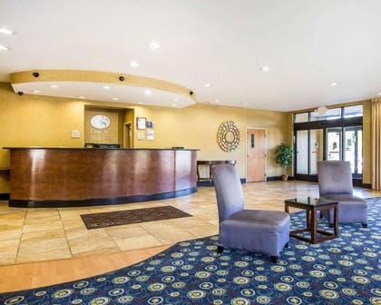 Hotel lobby | Comfort Suites Macon