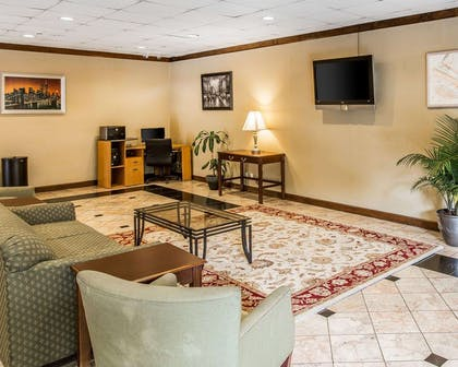 Sitting area | Quality Inn And Suites