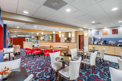 Breakfast area | Comfort Suites Locust Grove Atlanta South
