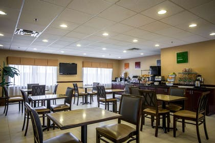 Enjoy breakfast in this seating area | Comfort Inn & Suites
