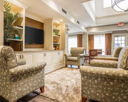 Lobby with sitting area | Quality Suites Buckhead Village