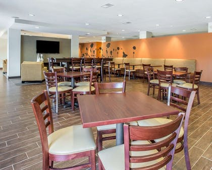 Enjoy breakfast in this spacious area   MainStay Suites Cartersville - Emerson Lake Point
