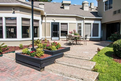 Relax on the hotel patio | Clarion Inn & Suites Savannah Midtown