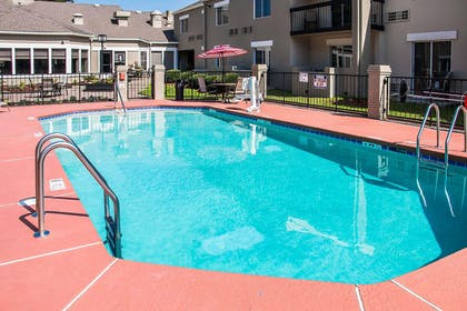Outdoor pool with sundeck | Clarion Inn & Suites Savannah Midtown