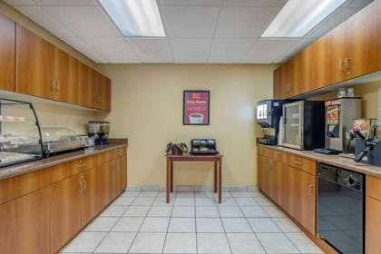 Breakfast area | Econo Lodge Inn & Suites Fairgrounds