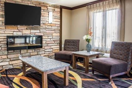 Lobby with sitting area | Comfort Inn & Suites Cedar Rapids North - Collins Road