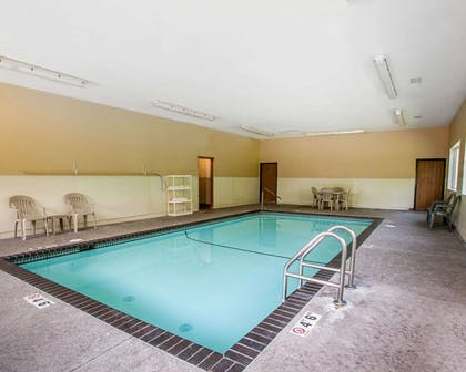 Indoor pool | Quality Inn & Suites Davenport near I-80
