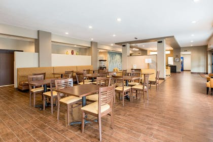 Enjoy breakfast in this seating area | Sleep Inn & Suites West Des Moines near Jordan Creek