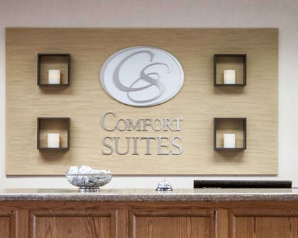 Front desk with friendly staff   Comfort Suites Airport