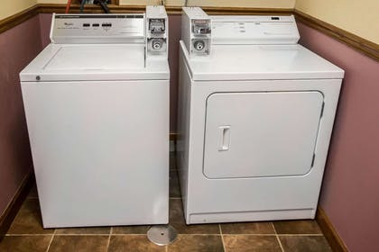 Guest laundry facilities | Comfort Inn Crystal Lake - Algonquin
