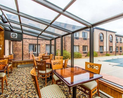 Enjoy breakfast in this seating area | Quality Inn And Suites