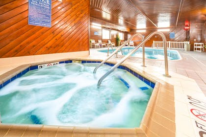 Indoor hot tub | Quality Inn