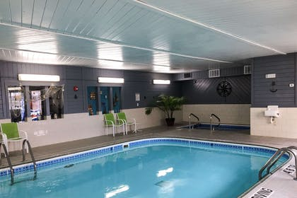 Indoor heated pool | Quality Inn & Suites Lincoln near I-55