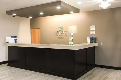Front desk | Quality Inn & Suites Lincoln near I-55