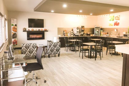 Breakfast area | Quality Inn & Suites Lincoln near I-55