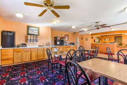 Breakfast area | Econo Lodge & Suites