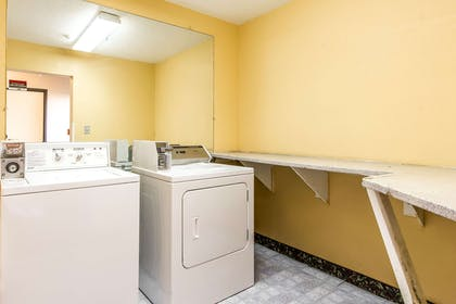 Guest laundry facilities | Econo Lodge & Suites
