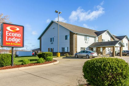 Hotel exterior | Econo Lodge & Suites
