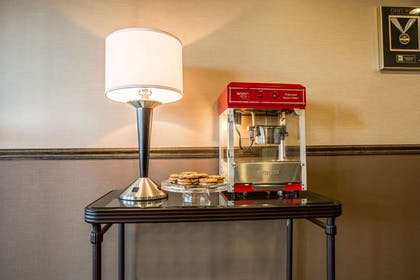 Popcorn and cookies in the lobby | Quality Inn Elgin I-90