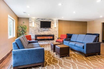 Lobby with sitting area | Comfort Inn Romeoville - Bolingbrook