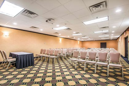 Large space perfect for corporate events | Clarion Inn Elmhurst - Oakbrook